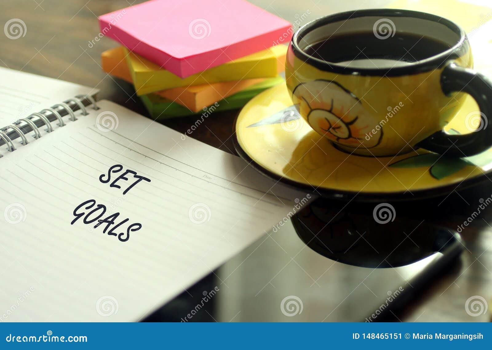 Έννοια φωτογραφιών επιτυχίας με τον καφέ και το σημειωματάριο