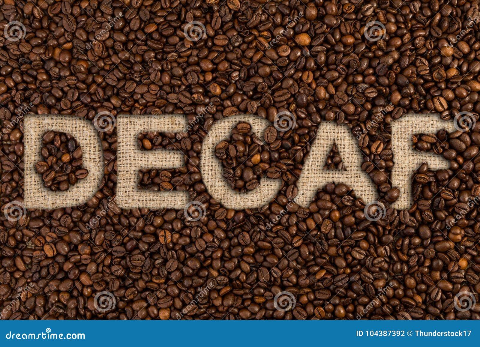 Έννοια Decaf που γράφεται στα φασόλια καφέ