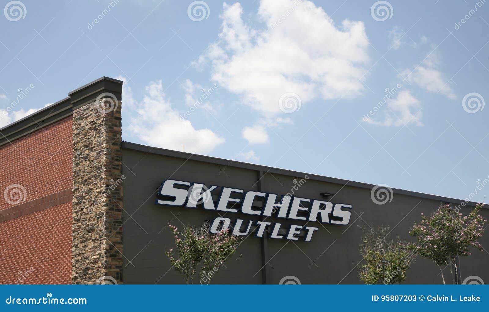 24631b77703 Έξοδος καταστημάτων παπουτσιών Skechers Εκδοτική Στοκ Εικόνες ...