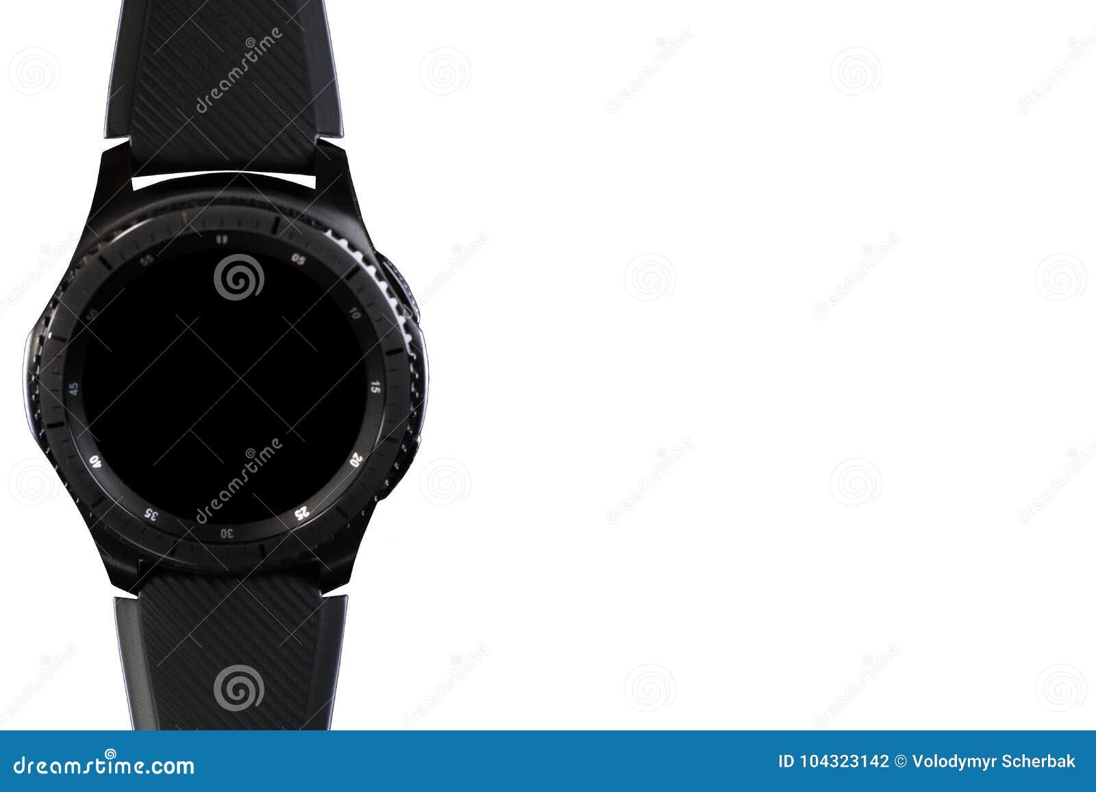Έξυπνο ρολόι με έναν κενό πίνακα σε ένα άσπρο υπόβαθρο
