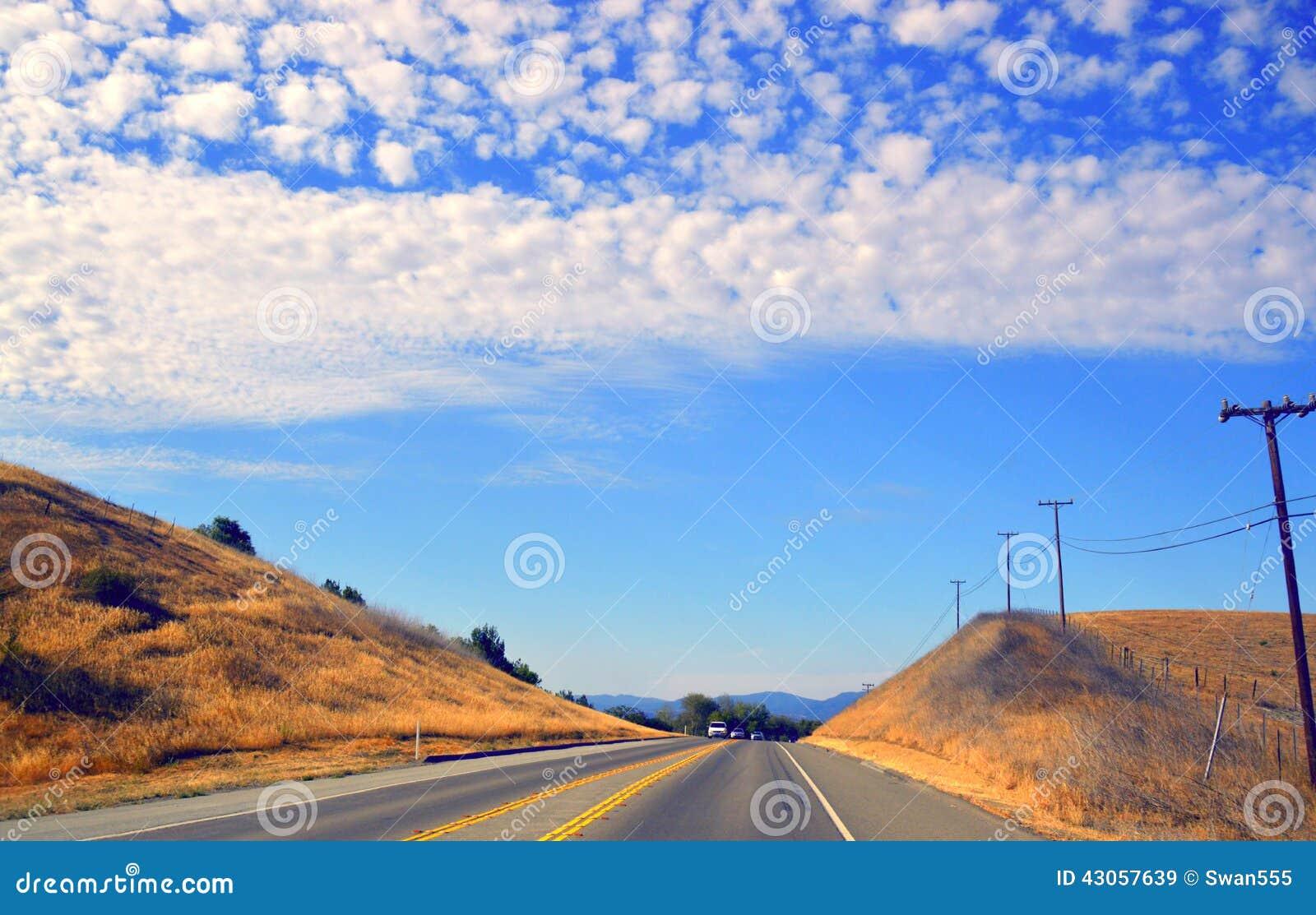 Έρημος Καλιφόρνια οδικών κοιλάδων δέντρων