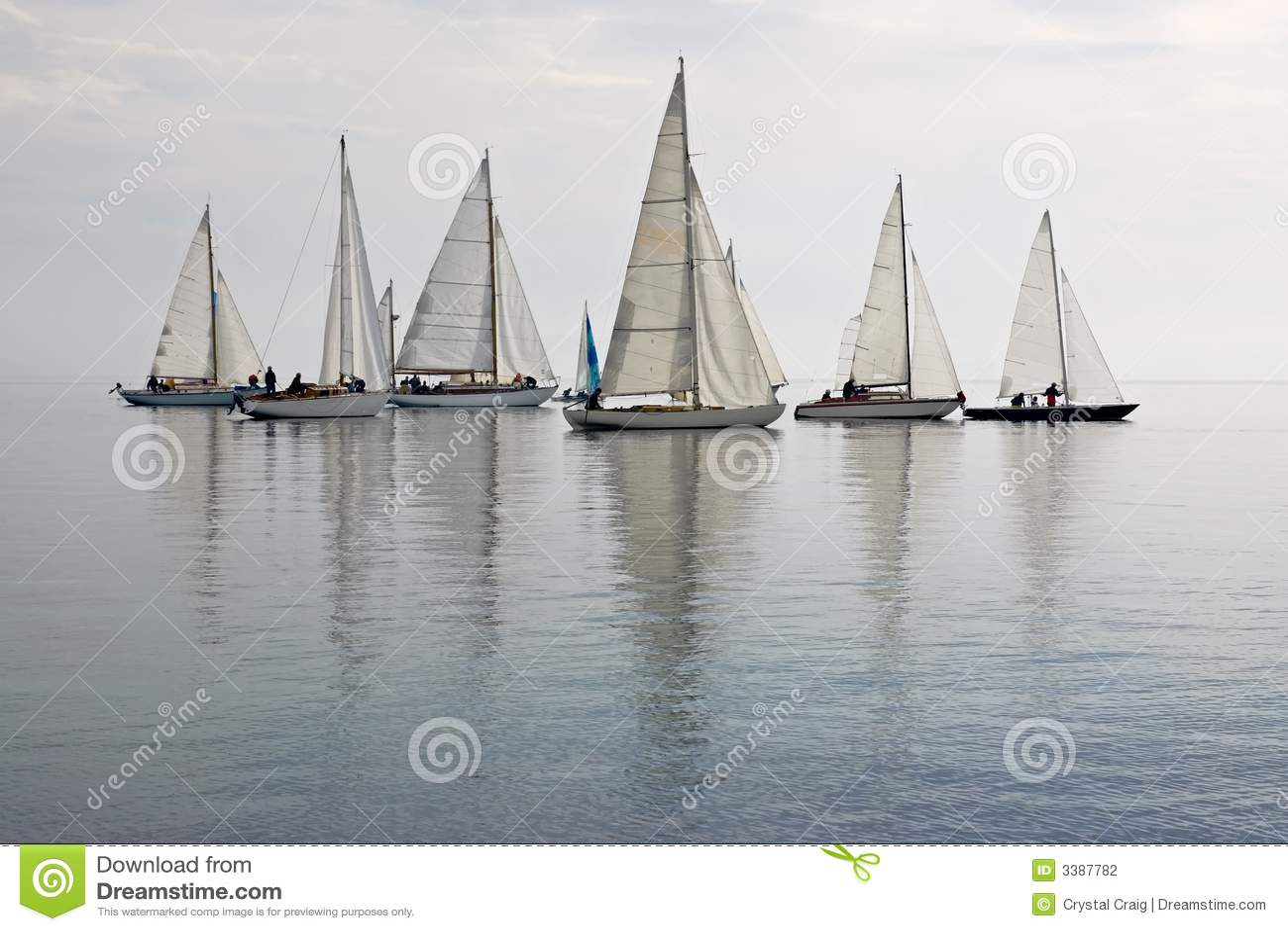 ήρεμο sailboats ύδωρ