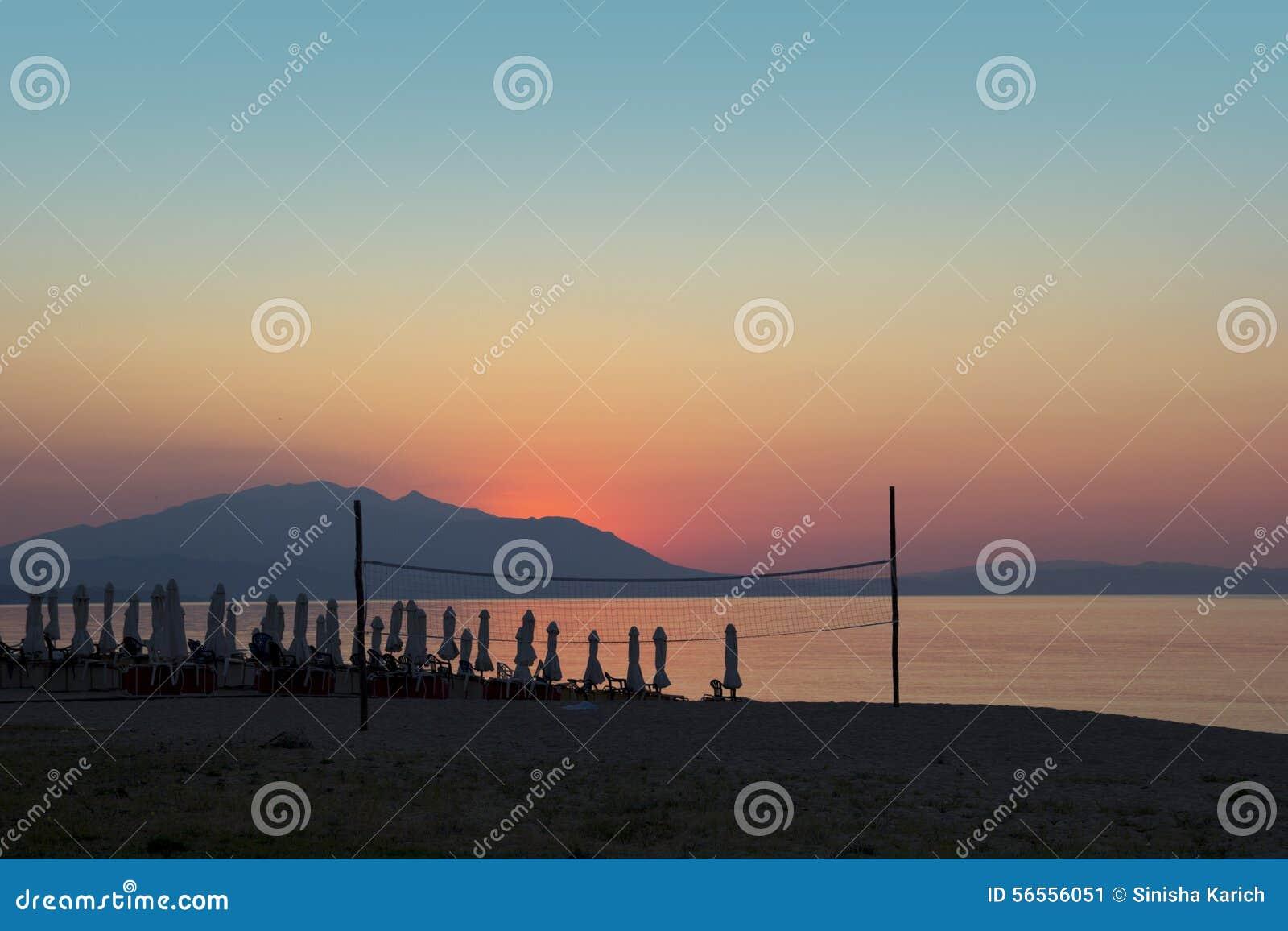 Download Ήλιος πρωινού στοκ εικόνα. εικόνα από κενός, parasol - 56556051
