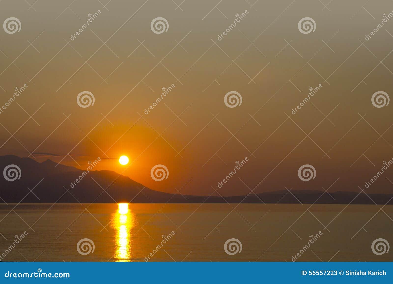 Download Ήλιος πρωινού στοκ εικόνα. εικόνα από ηλιοβασίλεμα, βακκινίων - 56557223