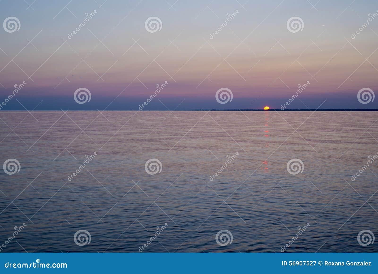 λίμνη του Erie πέρα από το ηλιο&bet