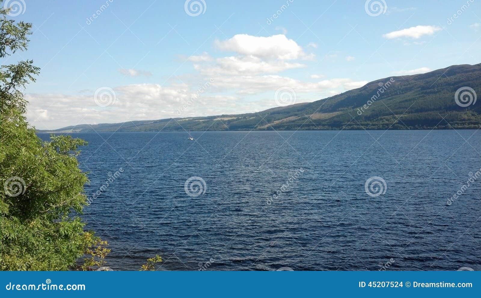 λίμνη ness