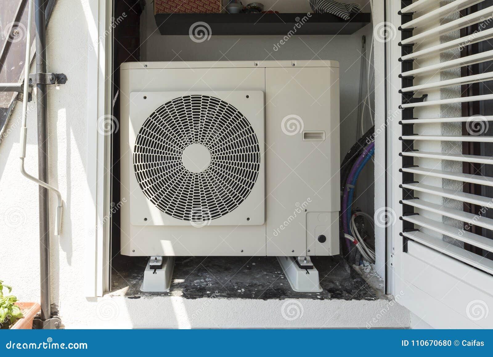Αέρας αντλιών θερμότητας - νερό για τη θέρμανση ενός κατοικημένου σπιτιού