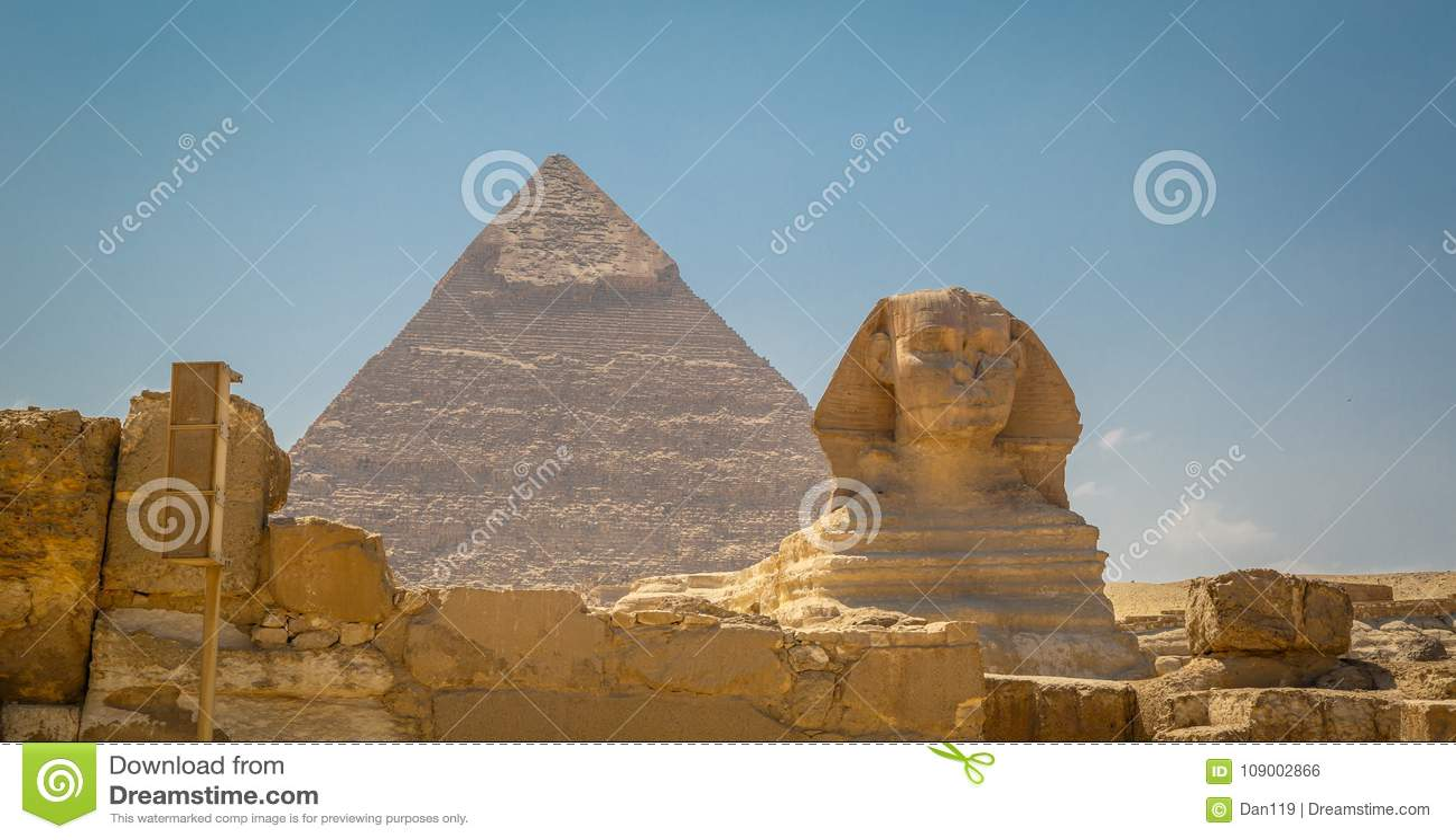 Αίγυπτος, Κάιρο  Στις 19 Αυγούστου 2014 - οι αιγυπτιακές πυραμίδες στο Κάιρο Η αψίδα του ναού