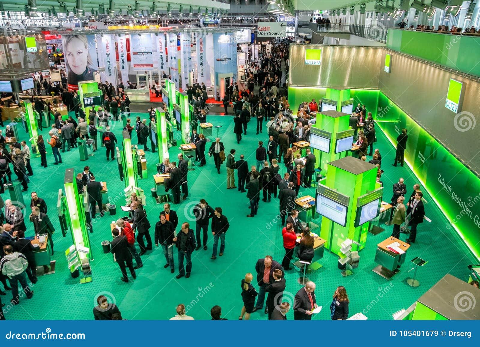 Download Αίθουσα 2 CeBIT στη εμπορική έκθεση τεχνολογίας πληροφοριών Εκδοτική Στοκ Εικόνα - εικόνα από άνθρωποι, εσωτερικός: 105401679