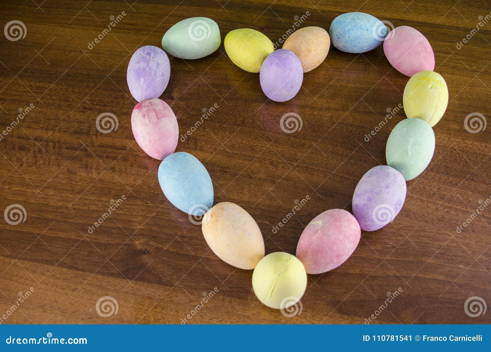 Αγάπη μορίων αυγών Πάσχας καρδιών