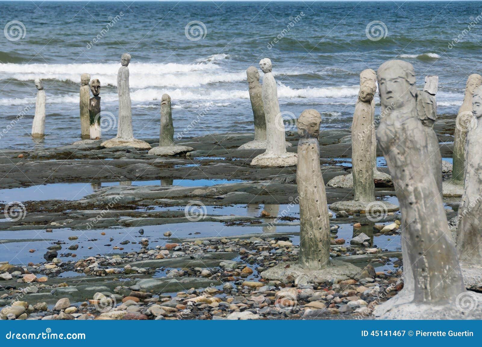 Αγάλματα τοιχοποιιών που οδηγούν στο ST Laurence River
