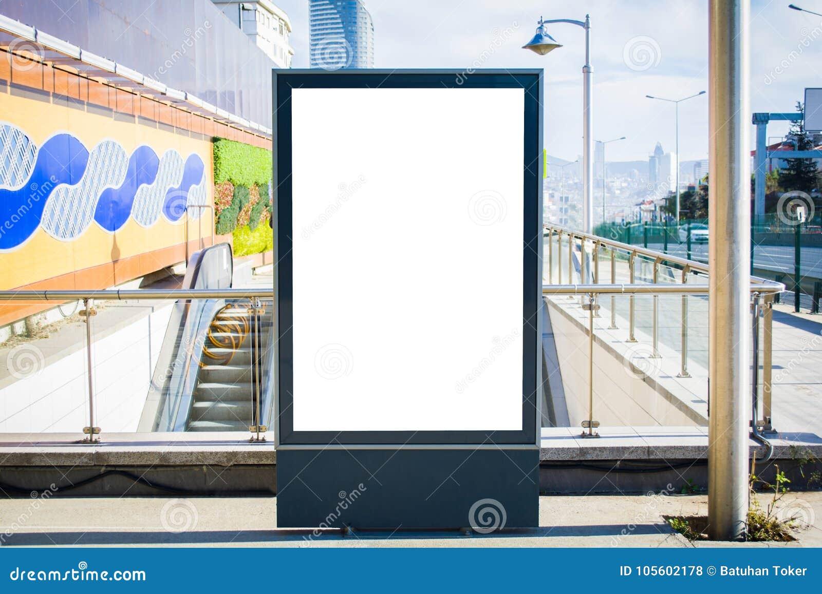Αγγελία υπογείων στα κενά πλήθη Κωνσταντινούπολη πινάκων διαφημίσεων σταθμών Γουώλ Στρητ