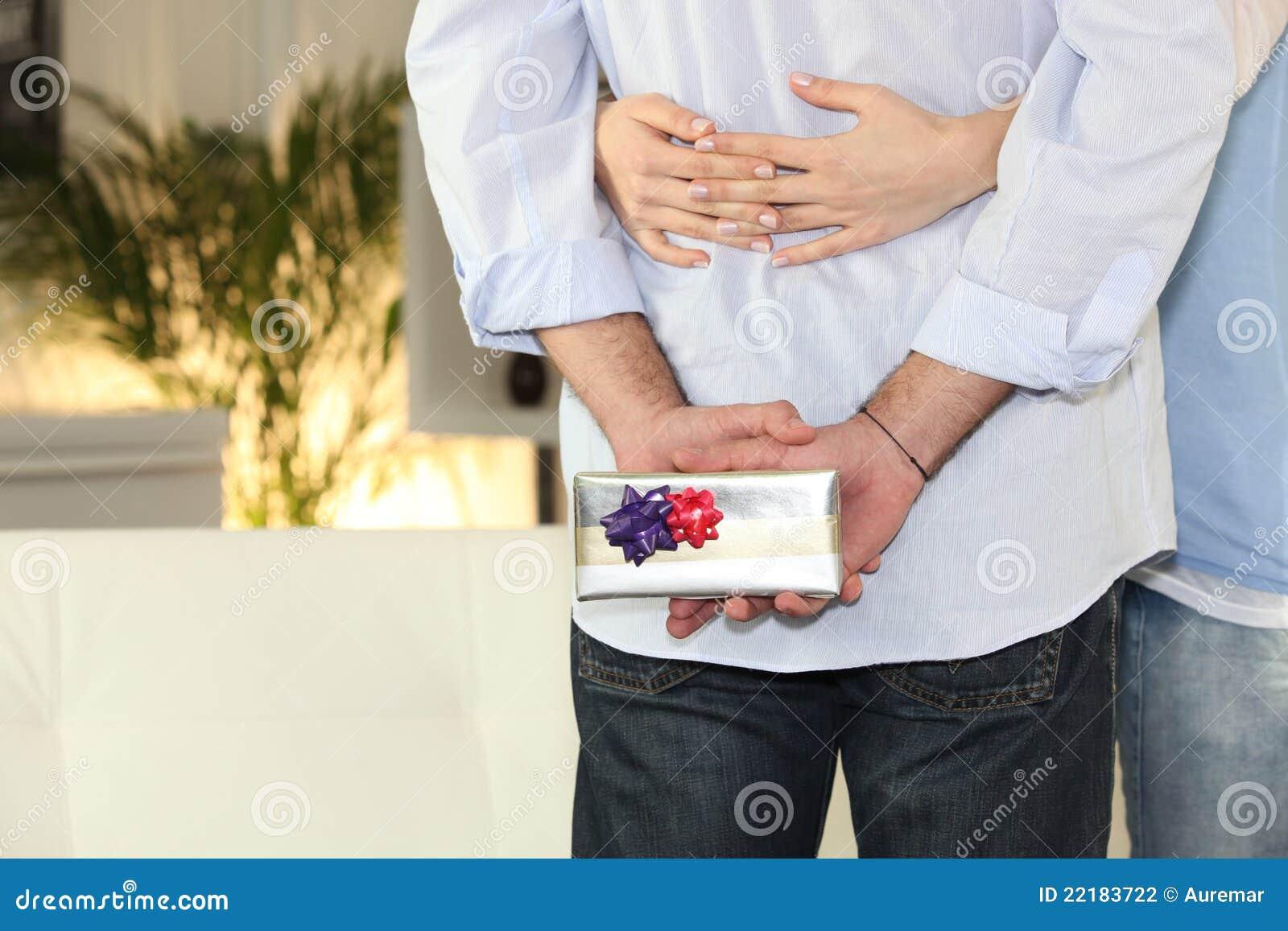αγκάλιασμα ζευγών