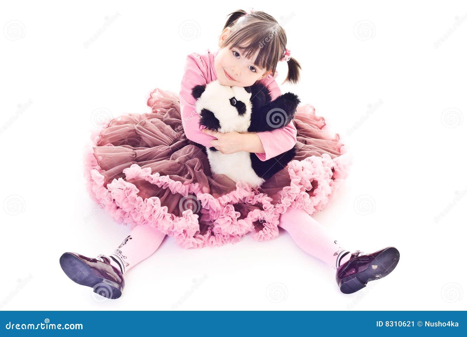 αγκαλιάζει το κορίτσι λίγο panda