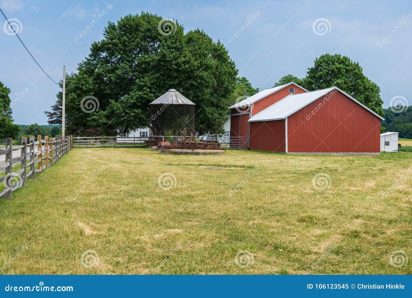 Αγροτικό καλλιεργήσιμο έδαφος της Πενσυλβανίας κομητειών της Υόρκης χώρας, μια θερινή ημέρα