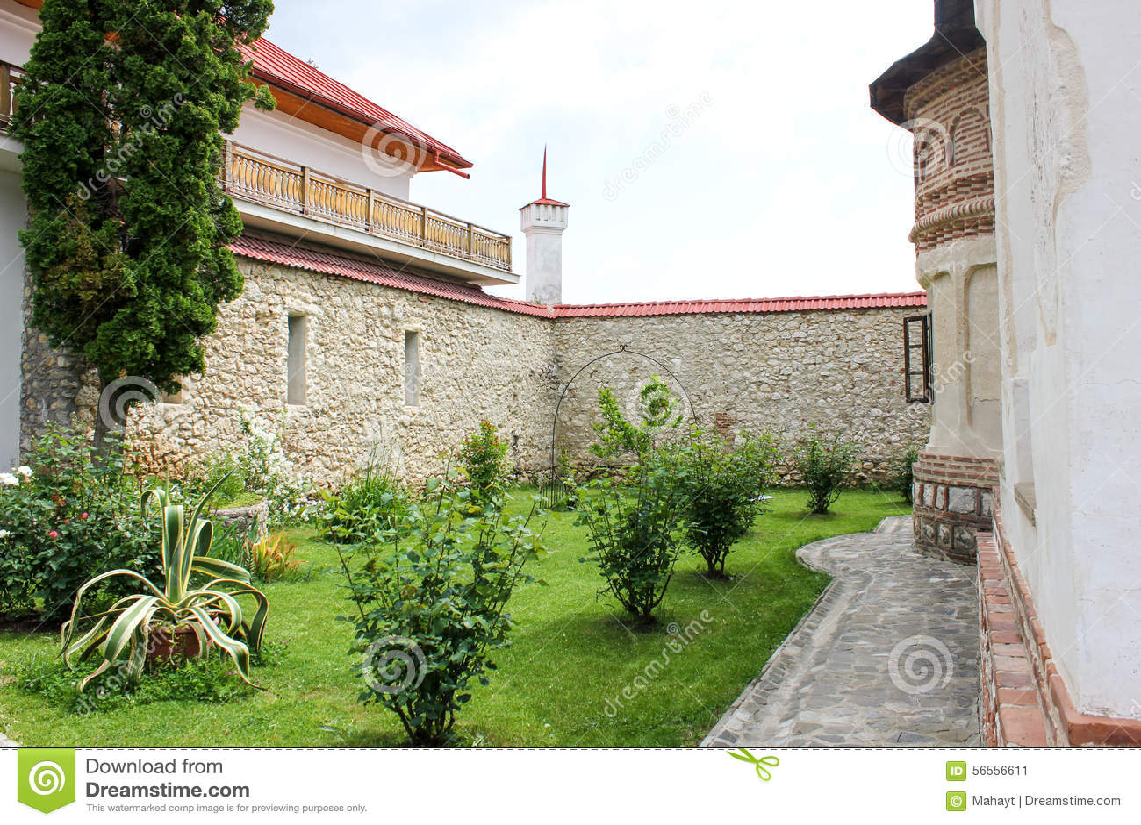 Download Αγροτικό τοπίο με το παλαιό μοναστήρι στη Ρουμανία Στοκ Εικόνα - εικόνα από χριστιανός, επαρχία: 56556611
