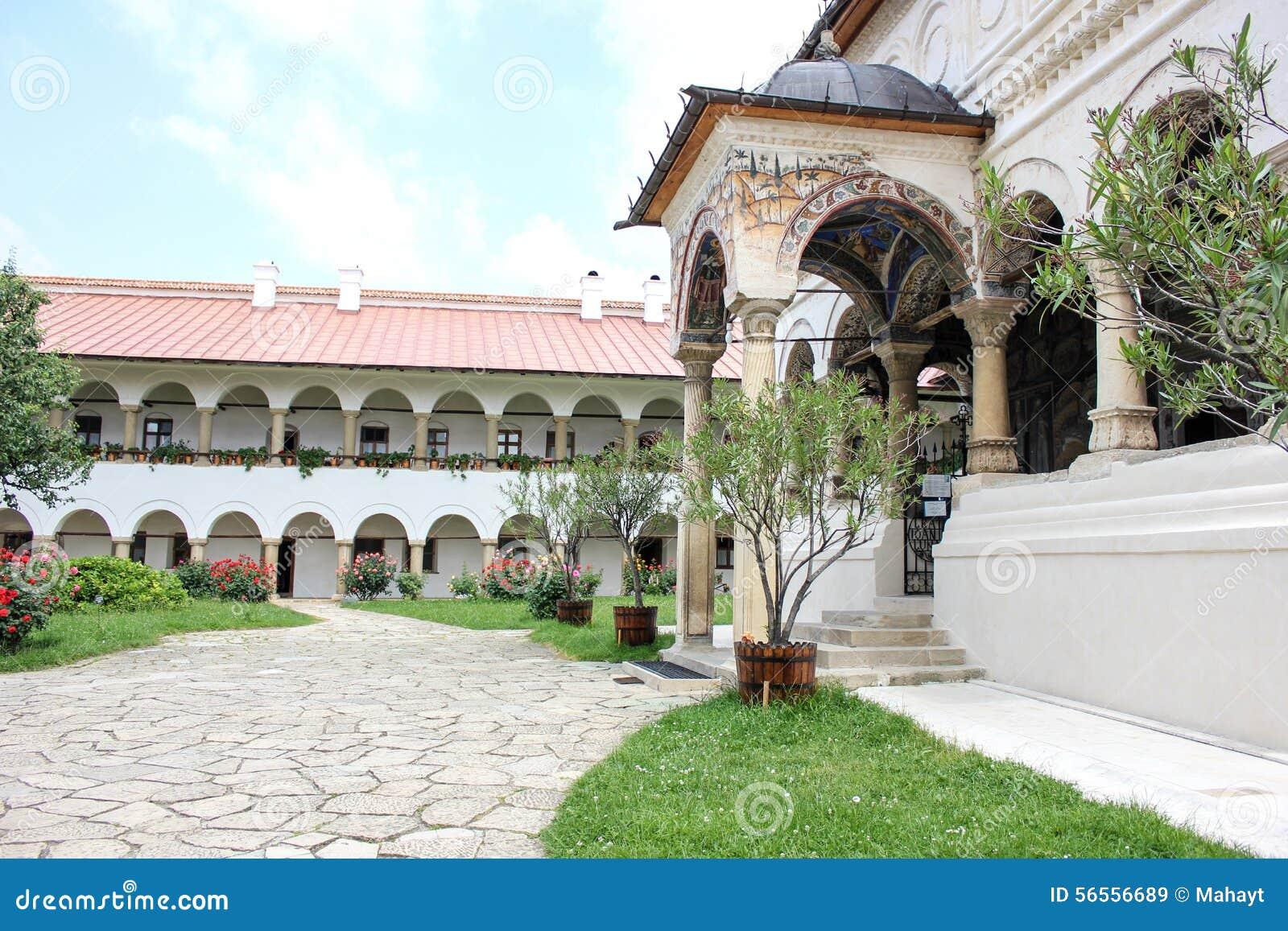 Download Αγροτικό τοπίο με το παλαιό μοναστήρι στη Ρουμανία Στοκ Εικόνα - εικόνα από εξωτερικό, γηγενής: 56556689