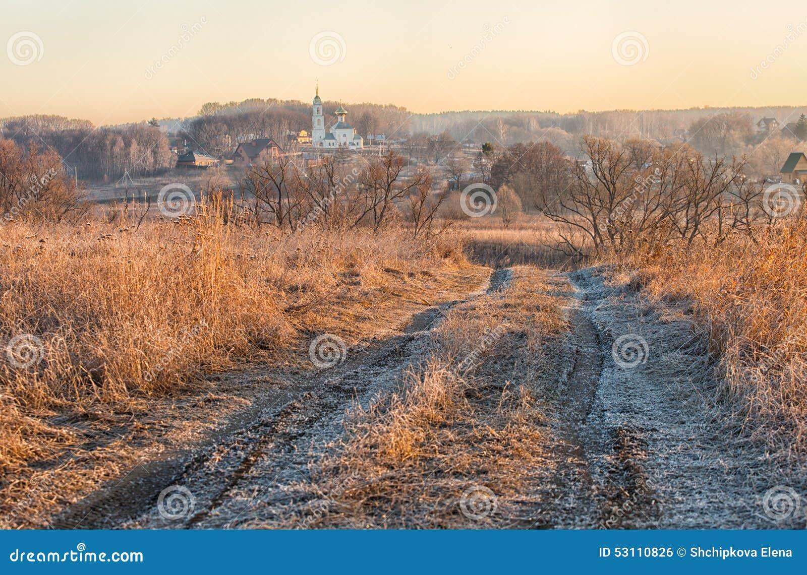 Αγροτικό τοπίο με το δρόμο