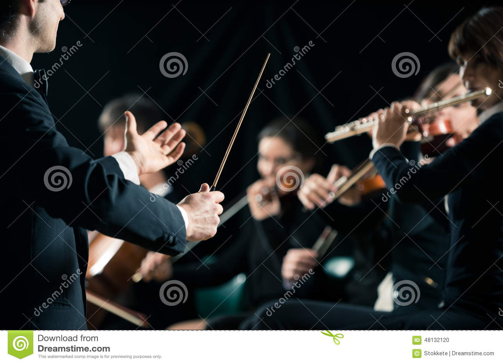 Αγωγός που κατευθύνει τη συμφωνική ορχήστρα