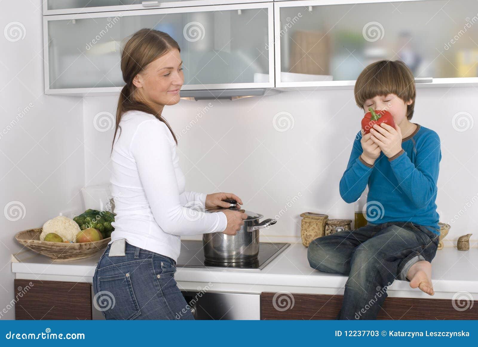 αγόρι οι νεολαίες μητέρων
