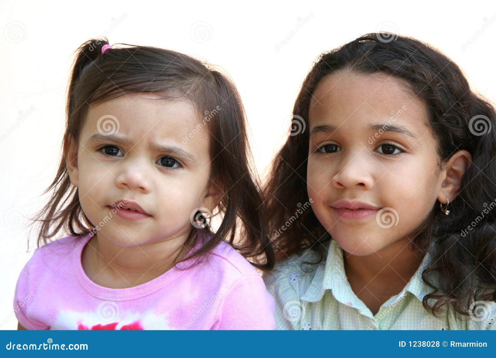 αδελφές δύο