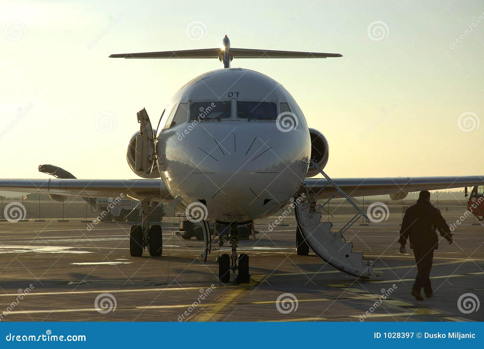 αερολιμένας 6 et αεροπλάνο