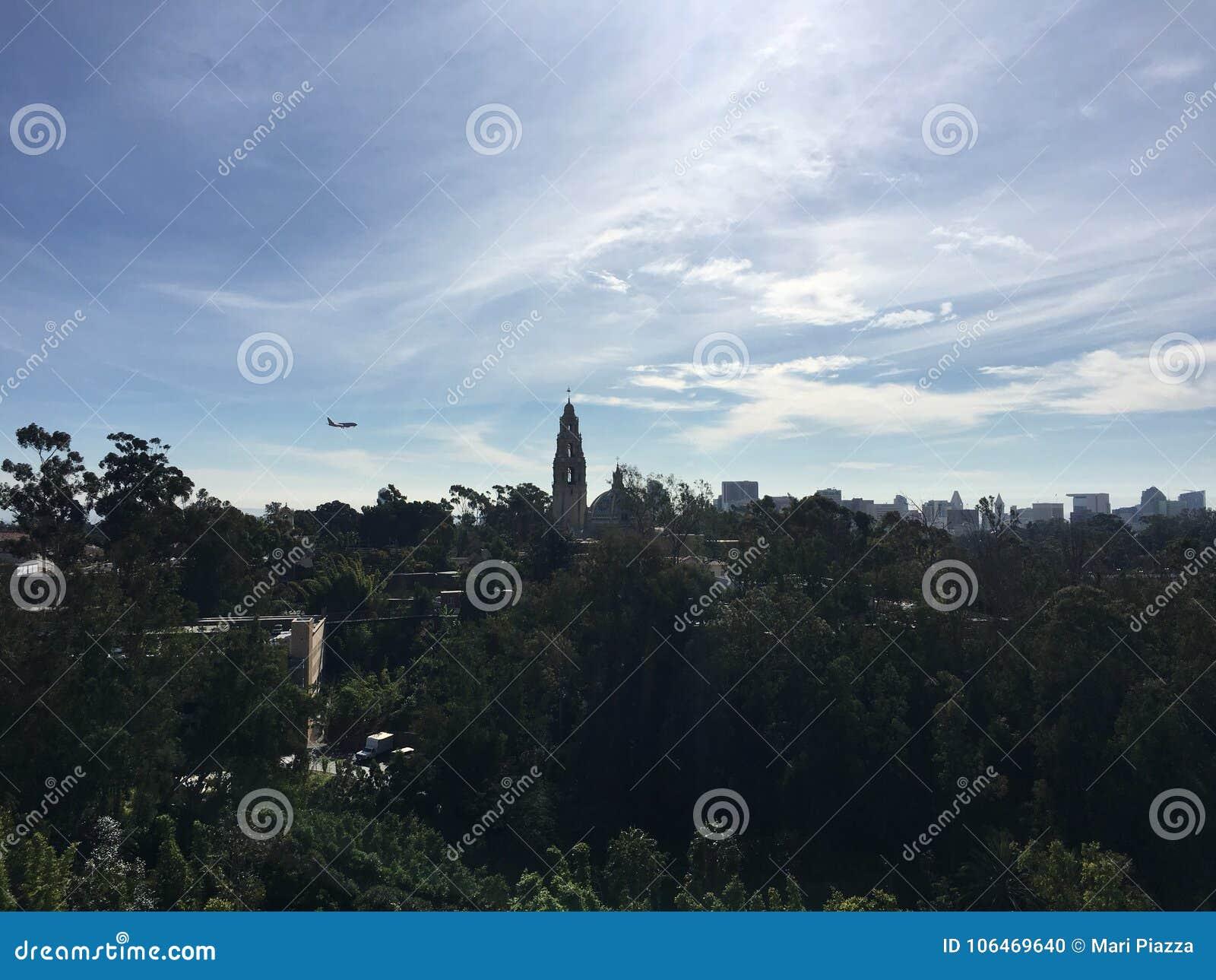 Αεροπλάνο πέρα από το πάρκο Σαν Ντιέγκο BALBOA