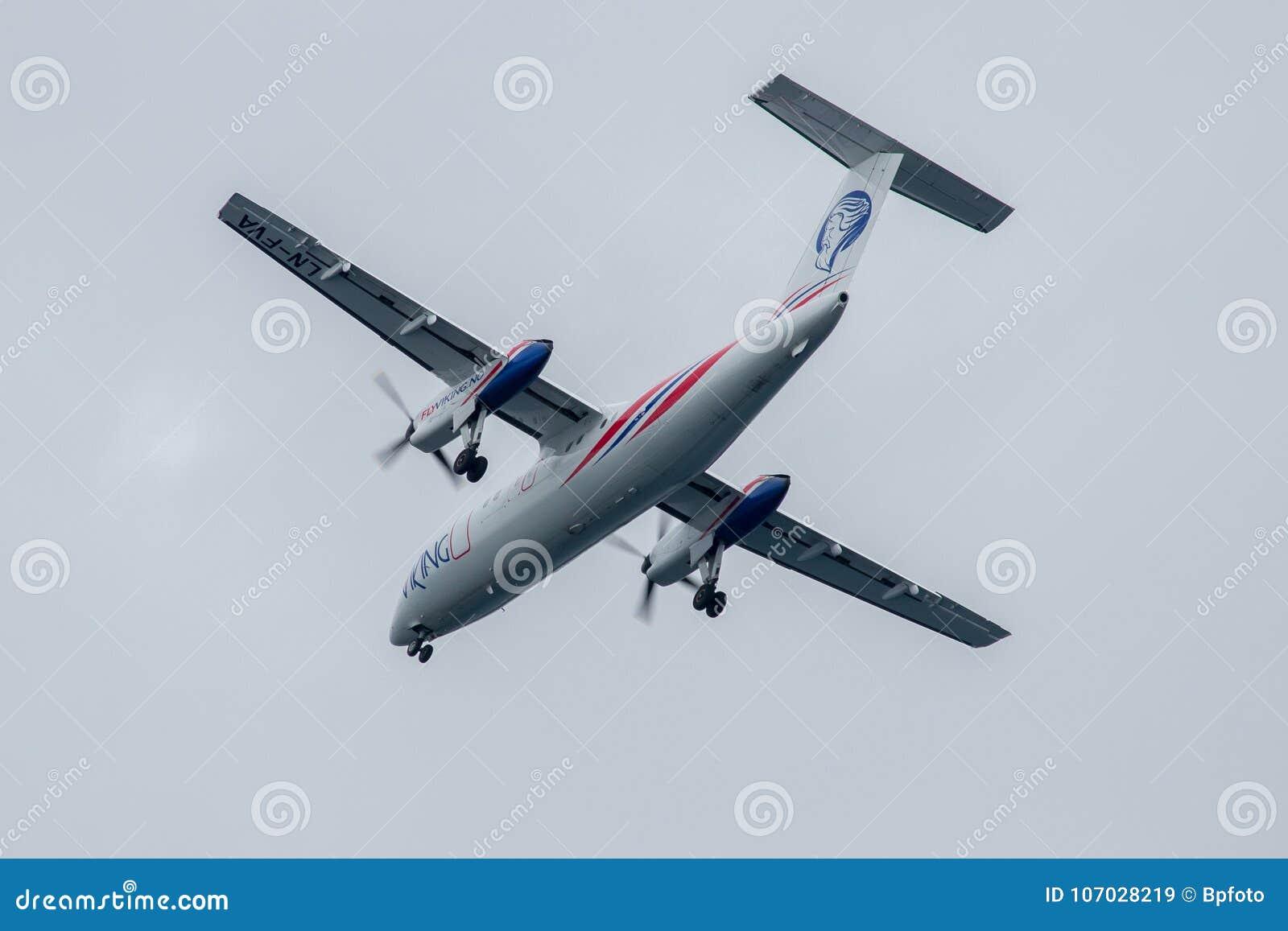 Αεροπλάνο στη στολή FlyViking, πρίν προσγειώνεται σε Stokmarknes, Νορβηγία