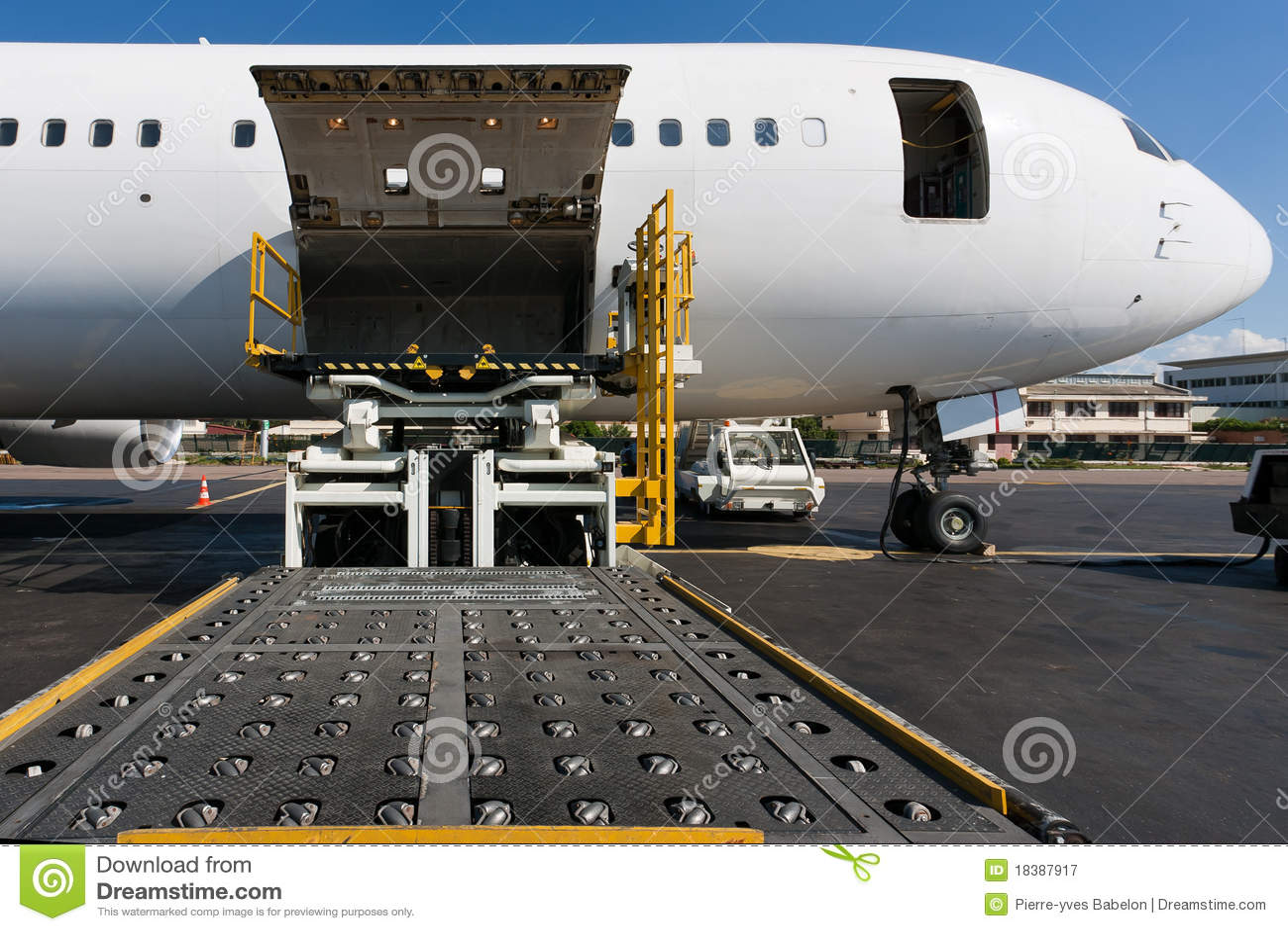αεροπλάνο φόρτωσης φορτί&omi