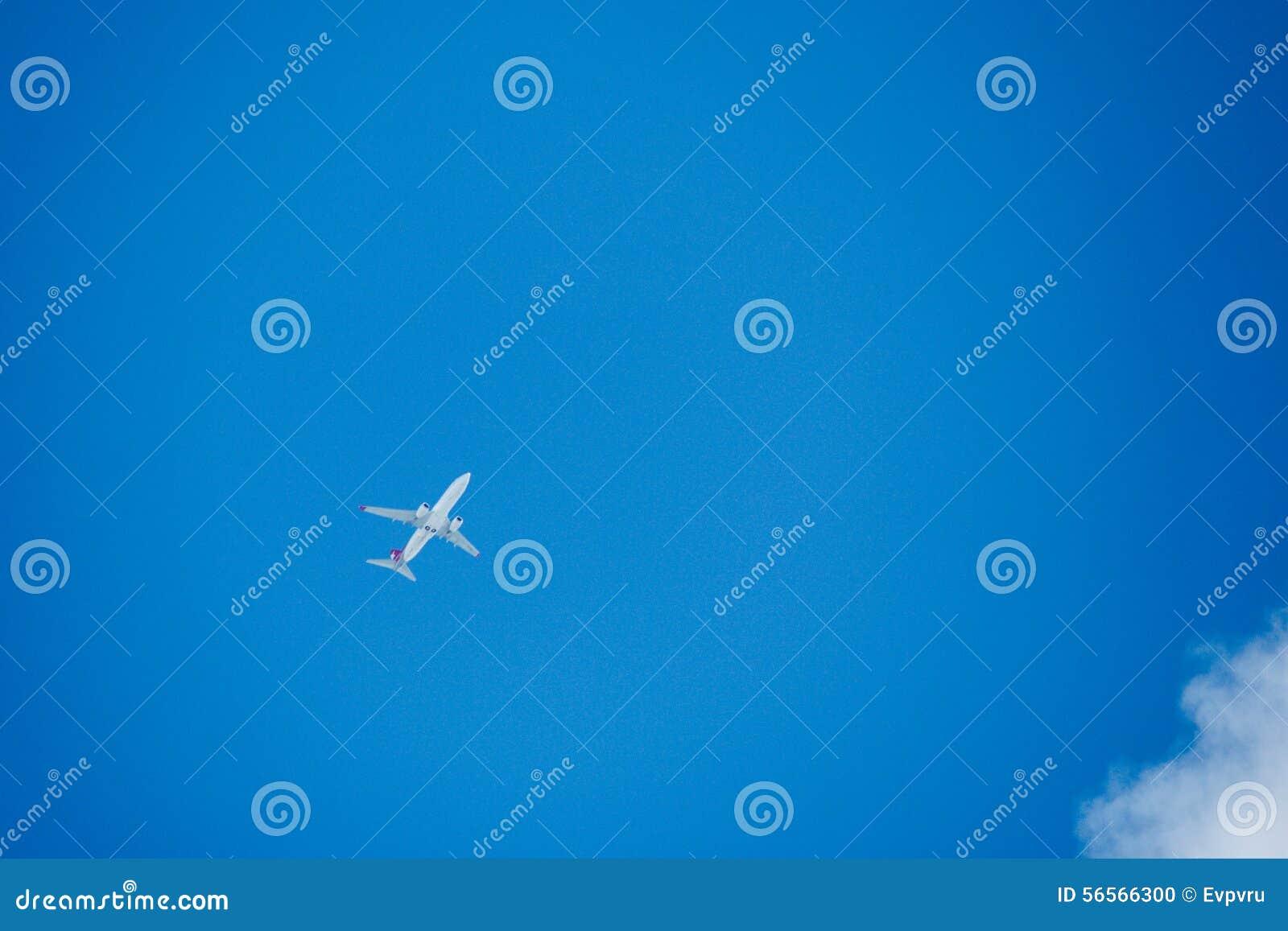 Download Αεροπλάνο στοκ εικόνες. εικόνα από σύννεφο, επιβάτης - 56566300