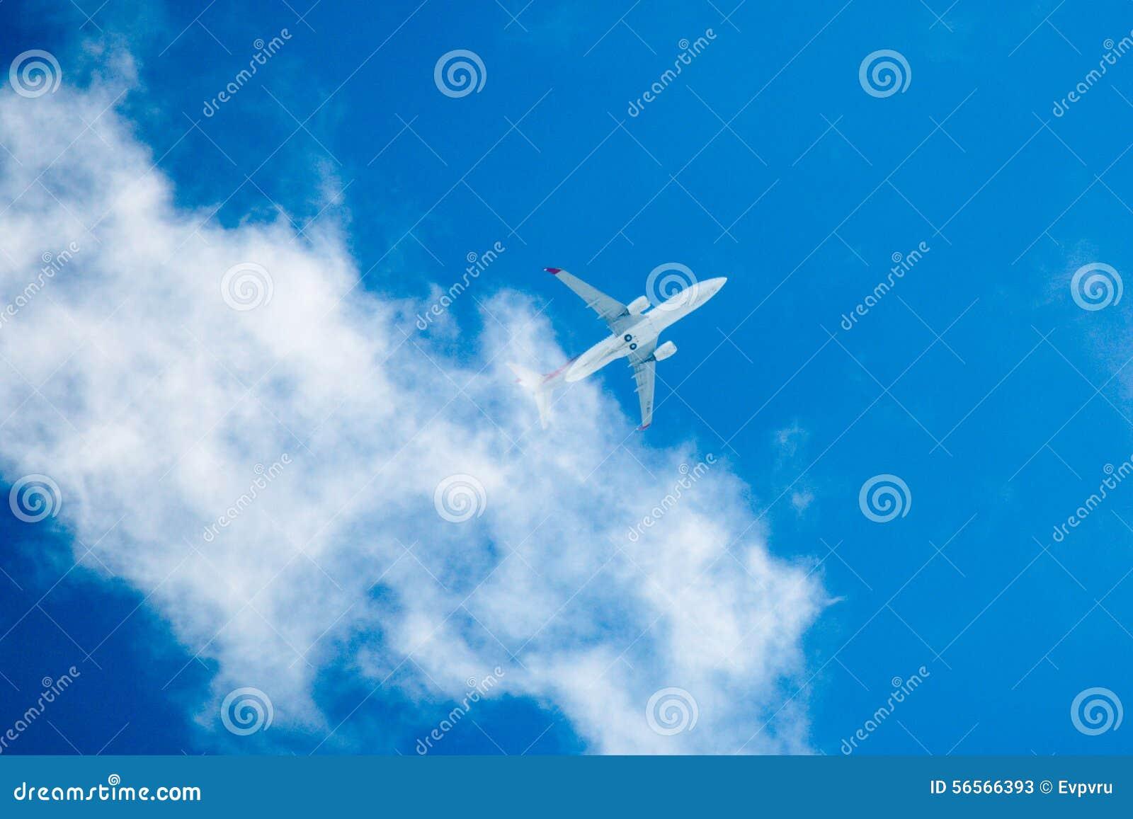Download Αεροπλάνο στοκ εικόνα. εικόνα από εμπορικός, ουρανός - 56566393