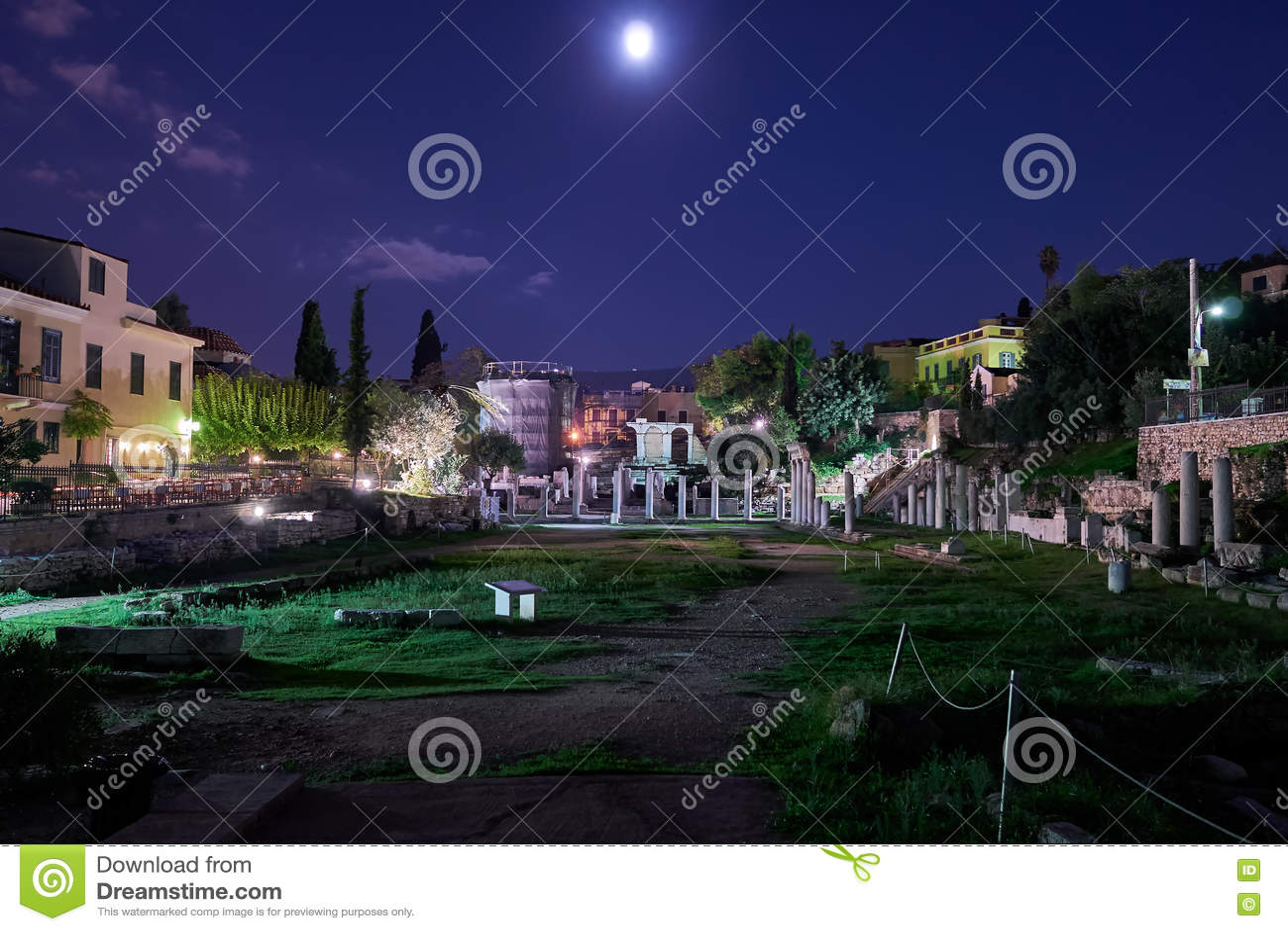 Αθήνα Ελλάδα, το ρωμαϊκό φόρουμ κάτω από το σεληνόφωτο
