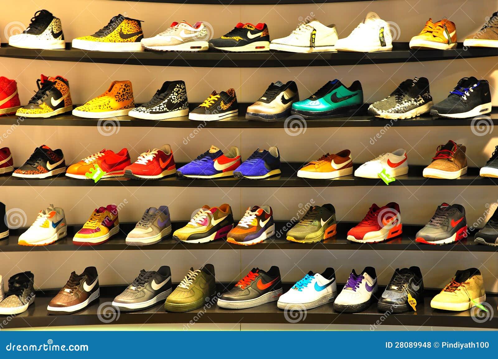 1de28eb2fa Αθλητικά παπούτσια της Nike Εκδοτική Στοκ Εικόνες - εικόνα από ...