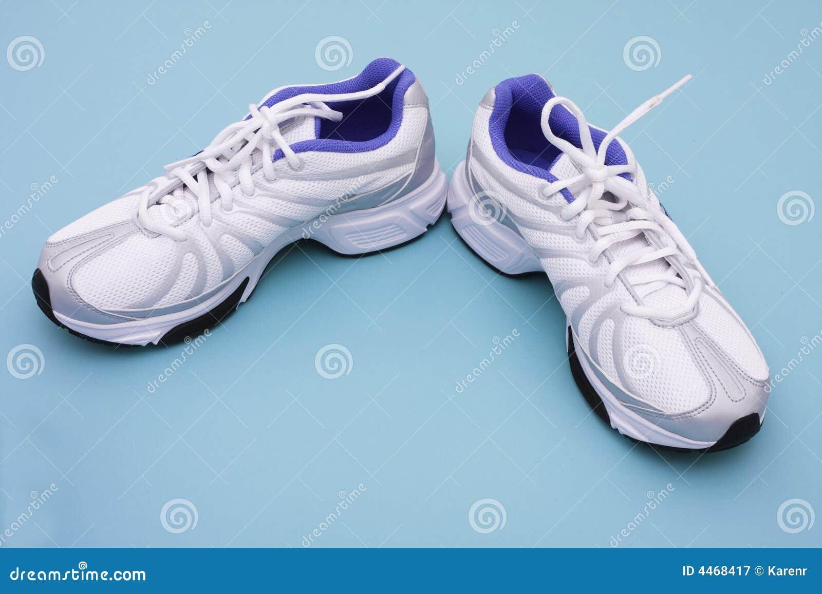 74817cc94a αθλητικά παπούτσια στοκ εικόνα. εικόνα από lifestyle