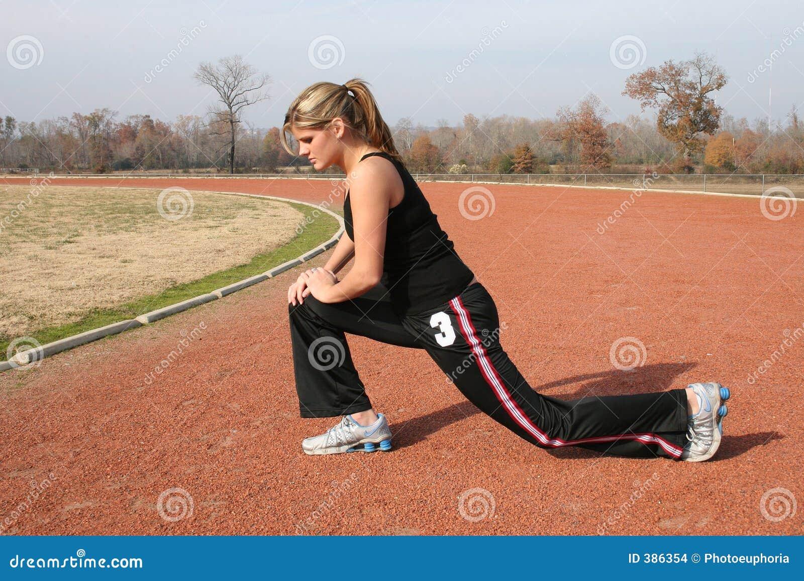 αθλητικές νεολαίες γυναικών διαδρομής τεντώματος