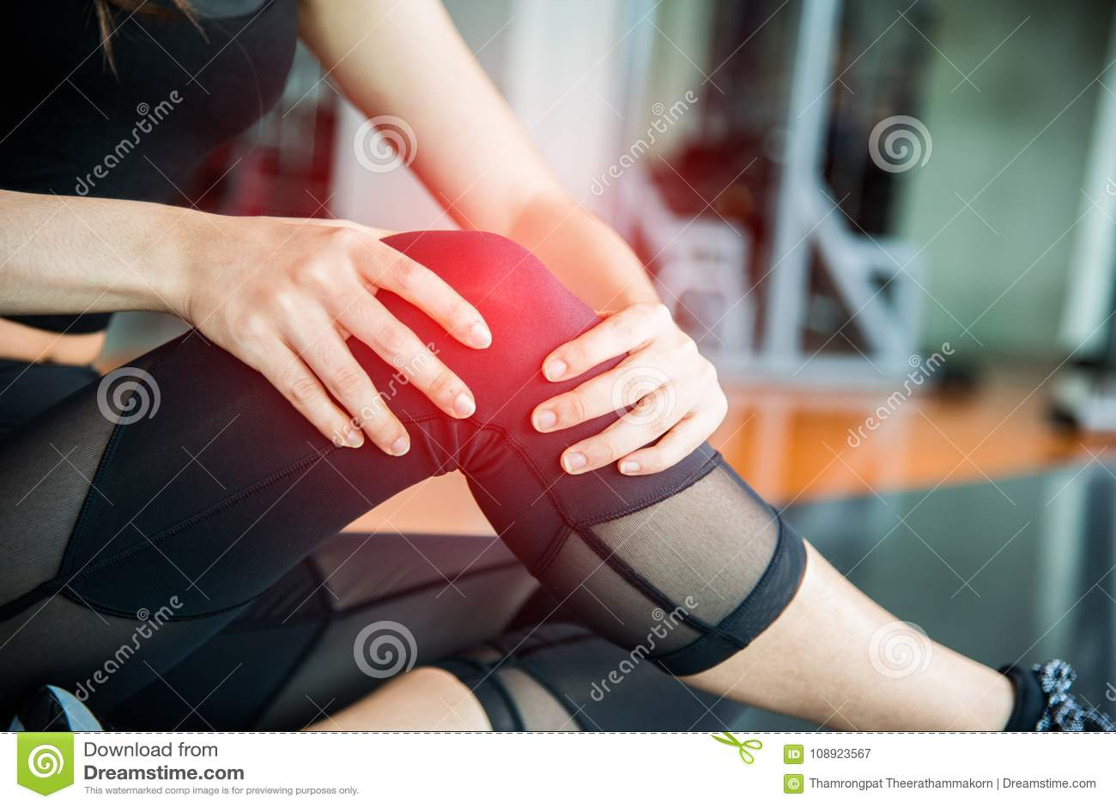 Αθλητικός τραυματισμός στο γόνατο στη γυμναστική κατάρτισης ικανότητας Κατάρτιση και medi
