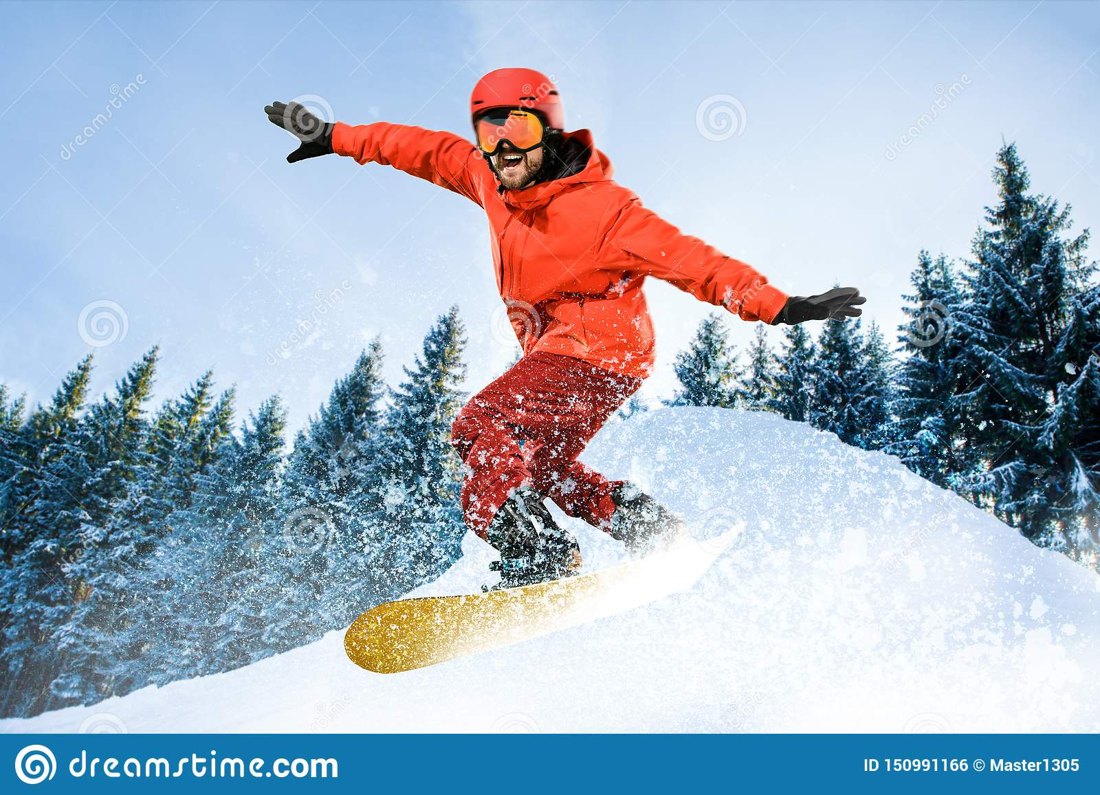 Αθλητισμός νεαρών άνδρων και χειμώνα, που κάνει σκι ενάντια στα άσπρα βουνά ορών