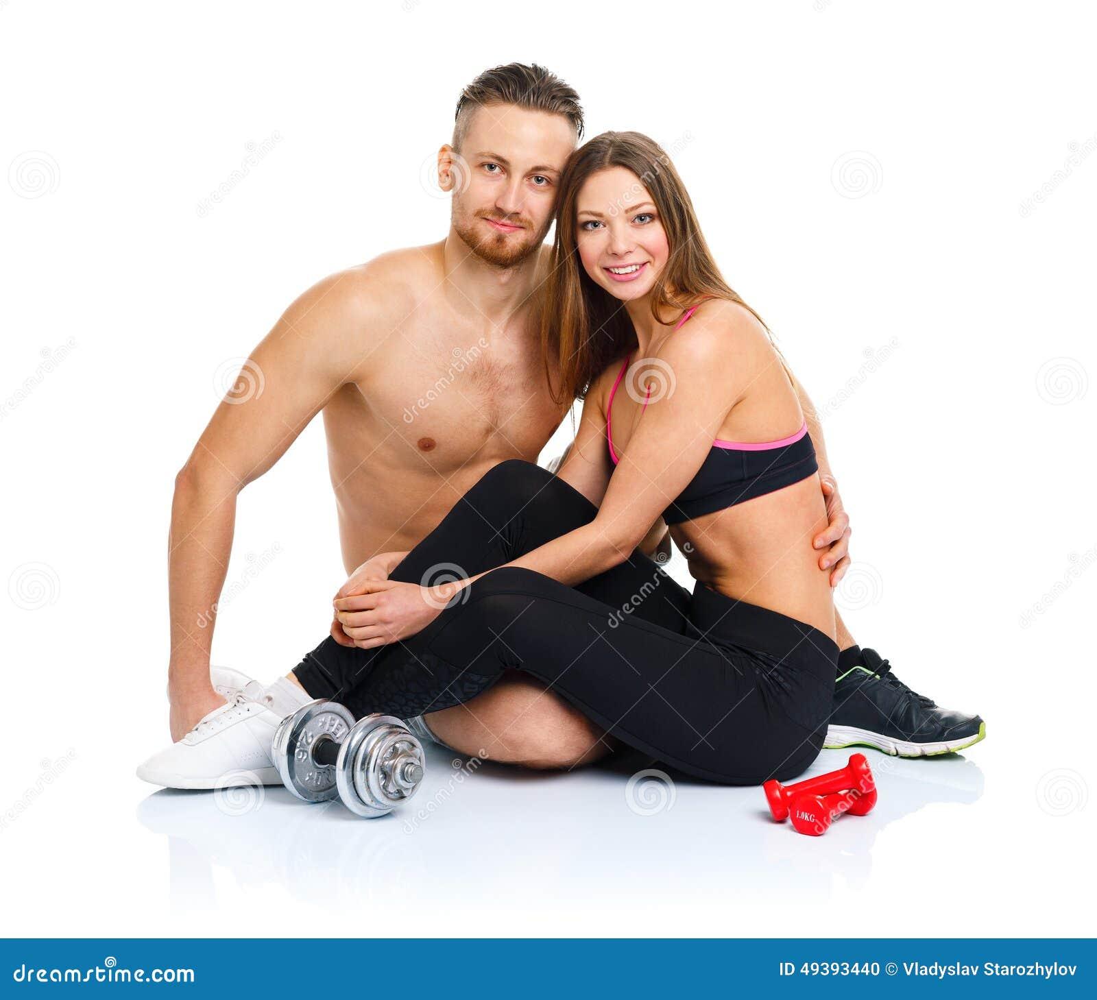 Αθλητικό ζεύγος - άνδρας και γυναίκα μετά από τη συνεδρίαση W άσκησης ικανότητας