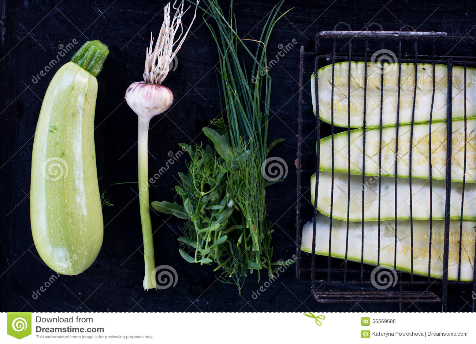 Download Ακατέργαστα ψημένα στη σχάρα κολοκύθια Στοκ Εικόνες - εικόνα από συστατικό, φυτικός: 56569686