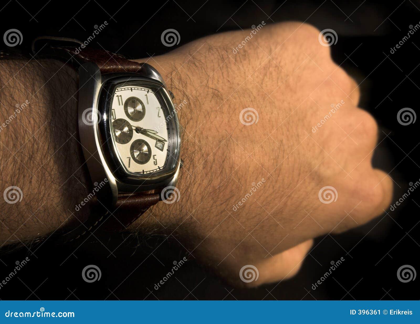 ακριβές ώρες που βλέπουν το ρολόι