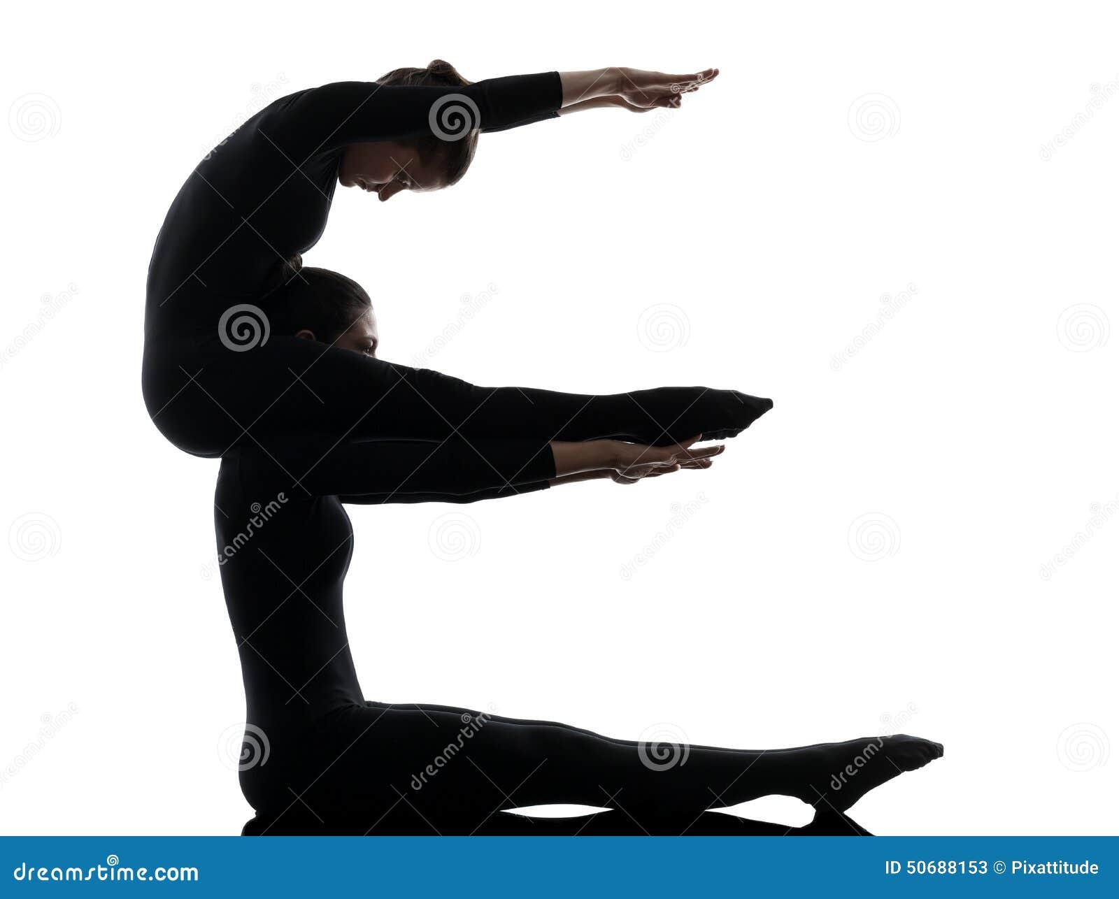 Ακροβάτης δύο γυναικών που ασκεί τη γυμναστική σκιαγραφία γιόγκας