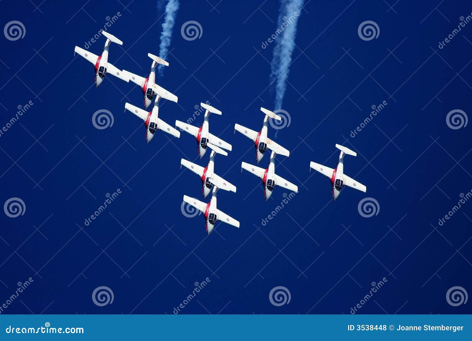 ακροβατική επίδειξη αεροπλάνων snowbird