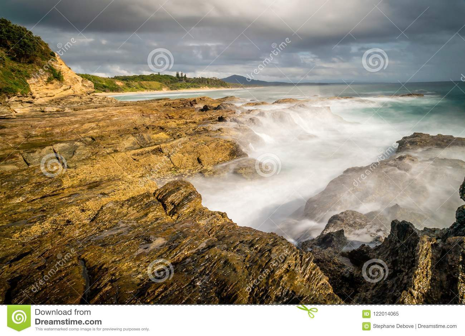 Ακτή στα κεφάλια Nambucca στη Νότια Νέα Ουαλία, Αυστραλία, μακρύς πυροβολισμός έκθεσης