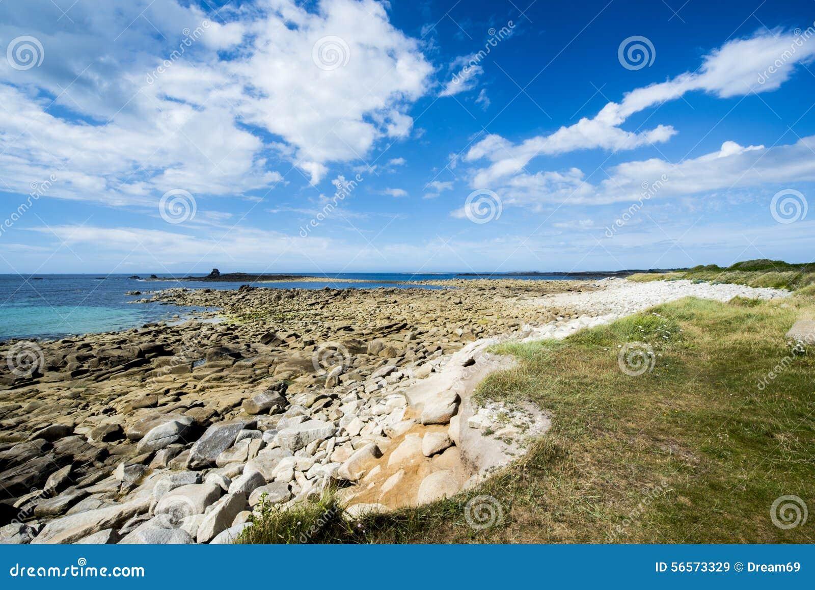 Download Ακτή Ile Grande στη Βρετάνη, Pleumeur Bodou, D'Armor CÃ'tes, Γαλλία Στοκ Εικόνα - εικόνα από υπαίθριος, κυματωγή: 56573329