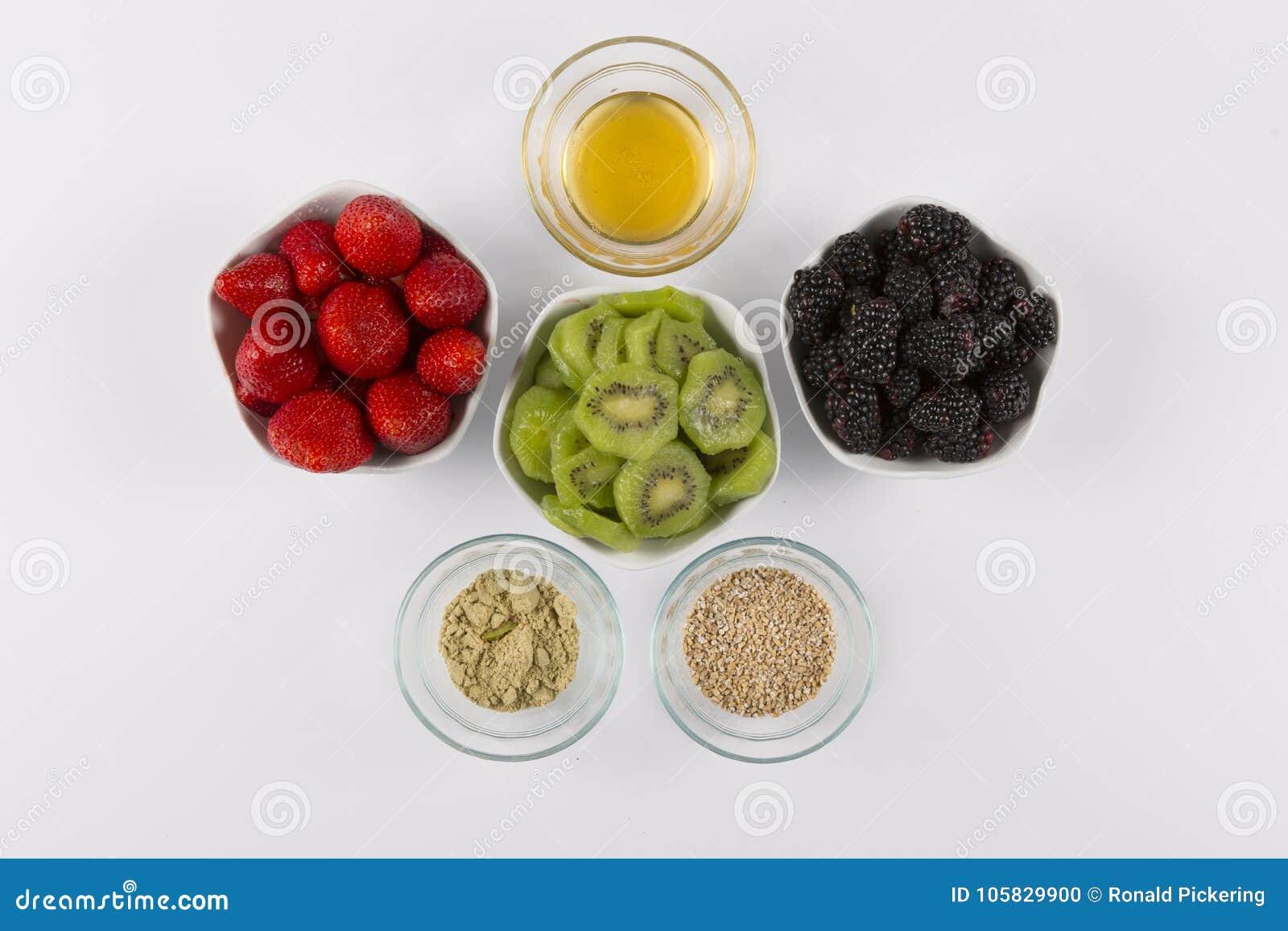Ακτινίδιο μελιού του Blackberry φραουλών συστατικών καταφερτζήδων