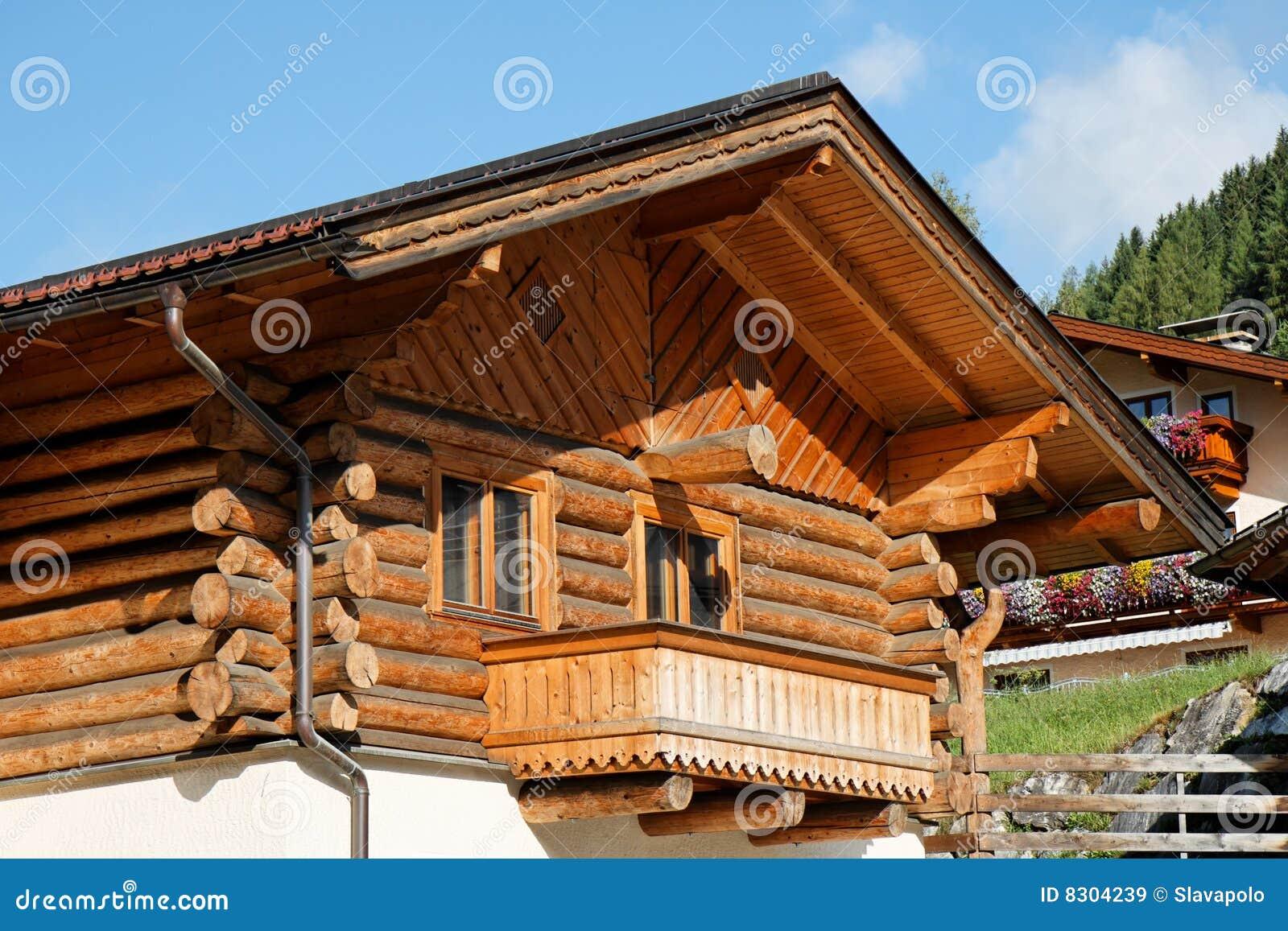 αλπικό σπίτι σαλέ ξύλινο