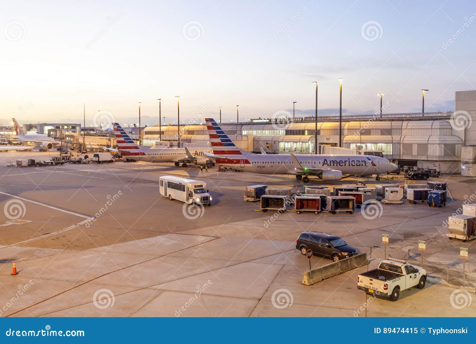 Αμερικανικά αεροσκάφη αερογραμμών στην πύλη