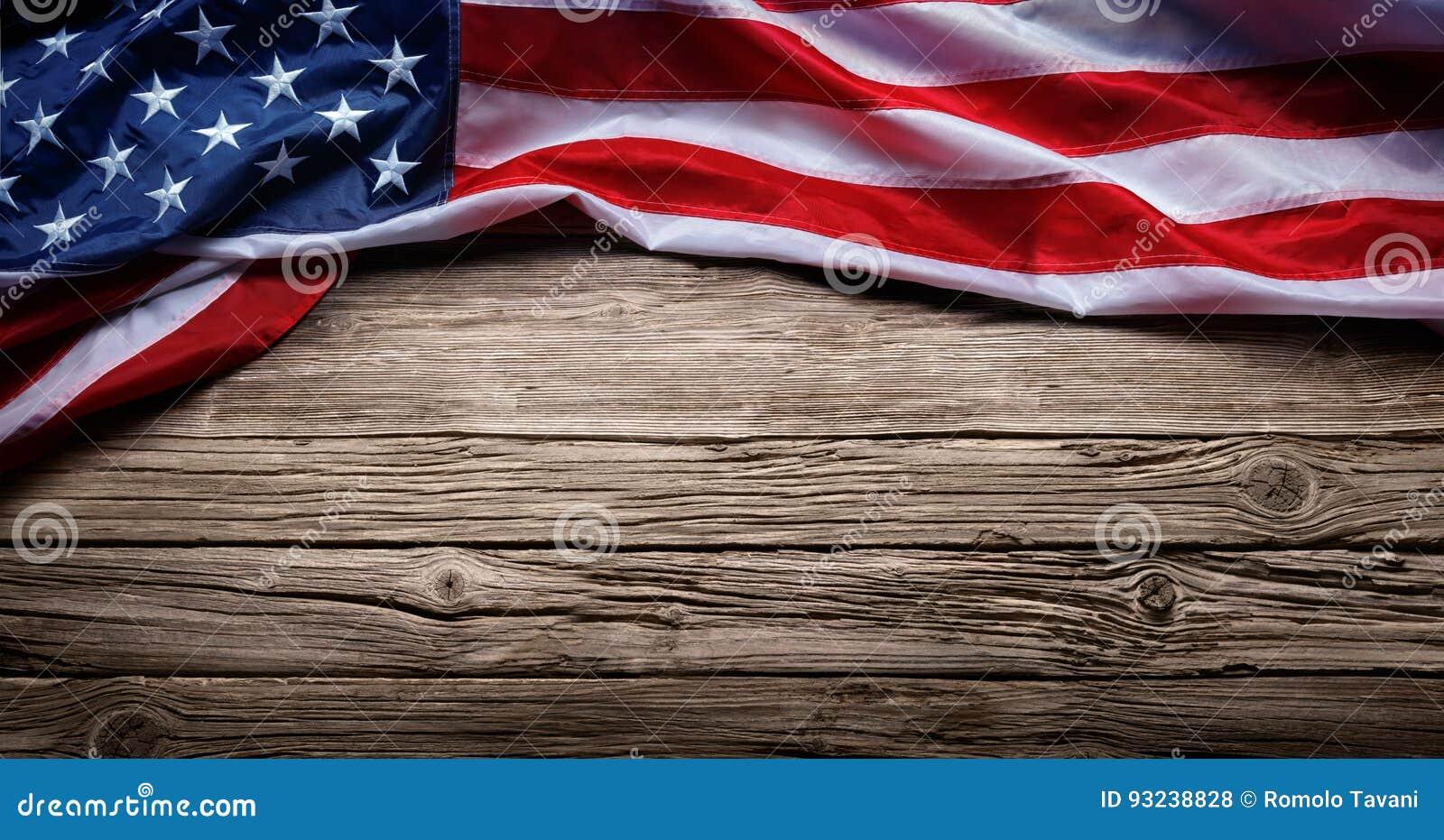 Αμερικανική σημαία στο εκλεκτής ποιότητας ξύλο