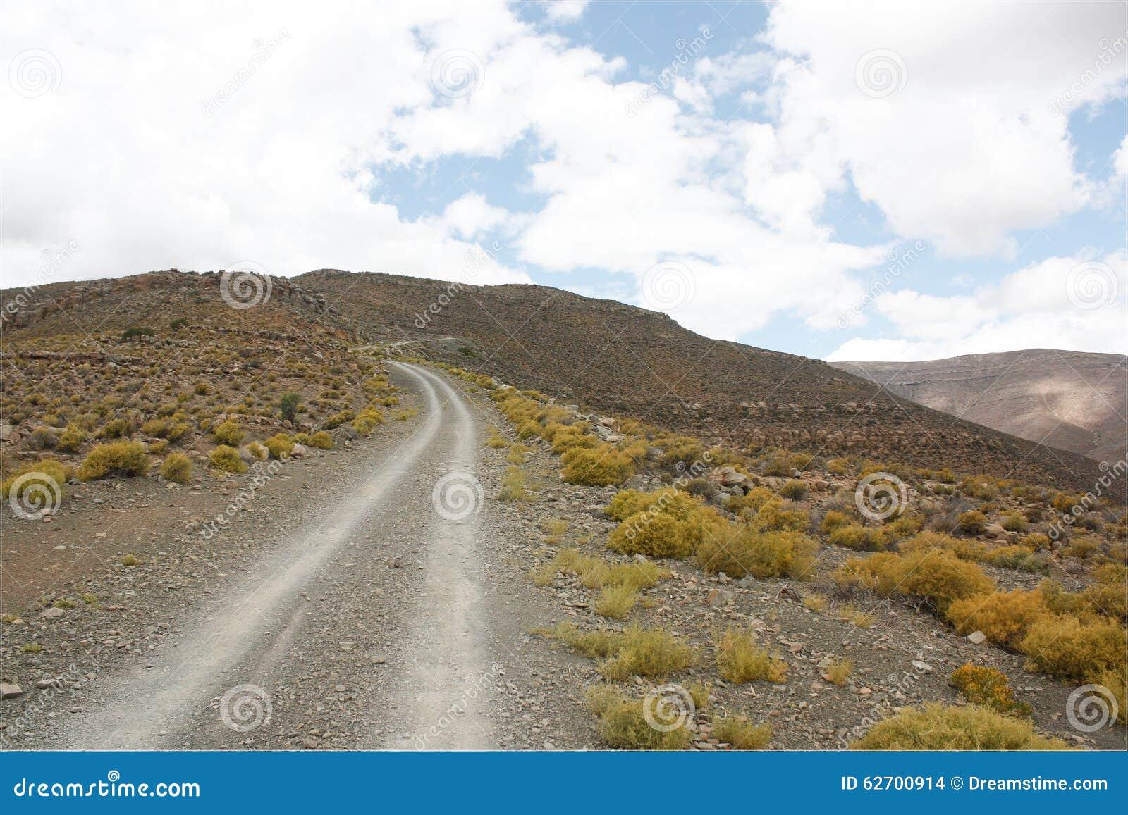 Αμμοχάλικο/βρώμικος δρόμος επάνω ένα πέρασμα