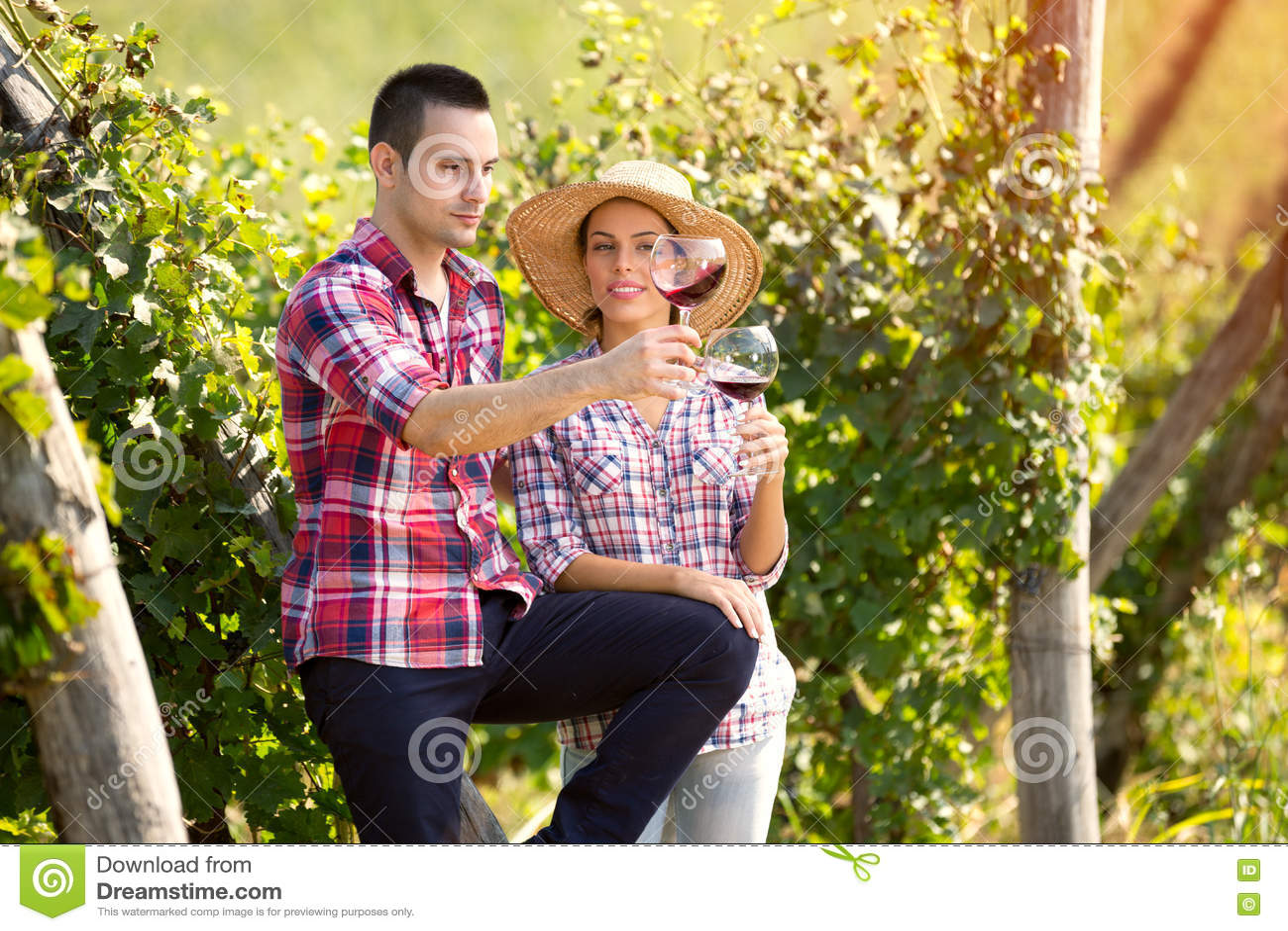 Αμπελουργοί που ελέγχουν το χρώμα του κρασιού
